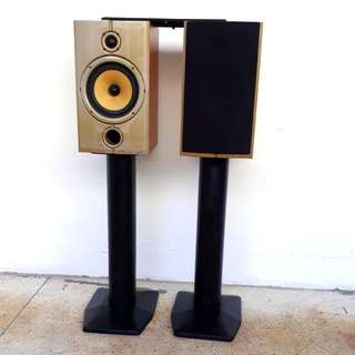 Bookself wharfedale speaker with stand.