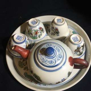 大明成化年斗彩瓷器Teapot set with 4 cups n 1 plate. Antique porcelain
