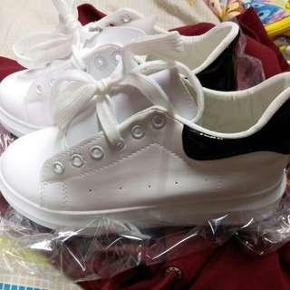 全新未落地 有鞋盒 百搭款式 白鞋 波鞋 休閒鞋 女裝鞋 可議