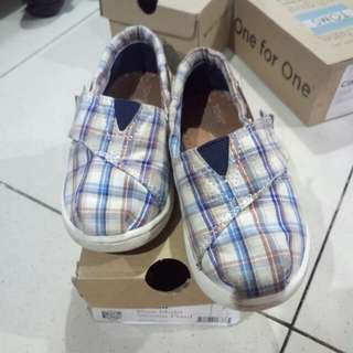 Toms multi wave shoes for kids size 7