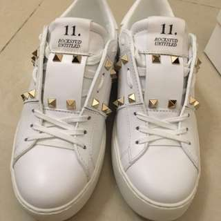 100% real❣️95% new Valentino gold studs sneakers