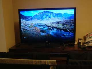 LG TV - 47 Inches. Taking best offers for one week