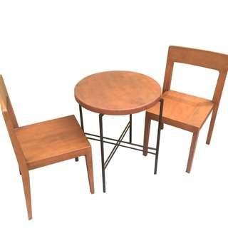 Meja Cafe Bulat dan 2 Kursi