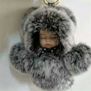 🚚 真獺兔毛絨睡眠娃娃包包鑰匙車內挂件