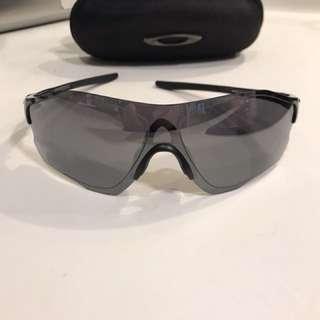 Oakley弧形太陽眼鏡 (九成新、無花)