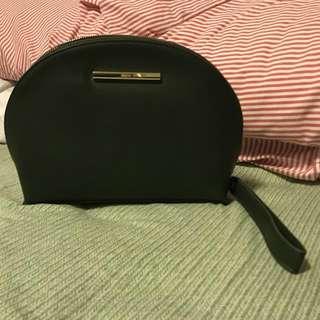 Mizzue Handheld Pouch/ Clutch 綠色進口皮光澤感貝殼形極簡氣質設計手拿包