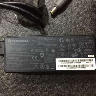 90 W laptop charger