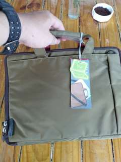 "Jual Tas Laptop Stylish 15.4"" Hellolulu"