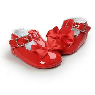 Infant red shoes