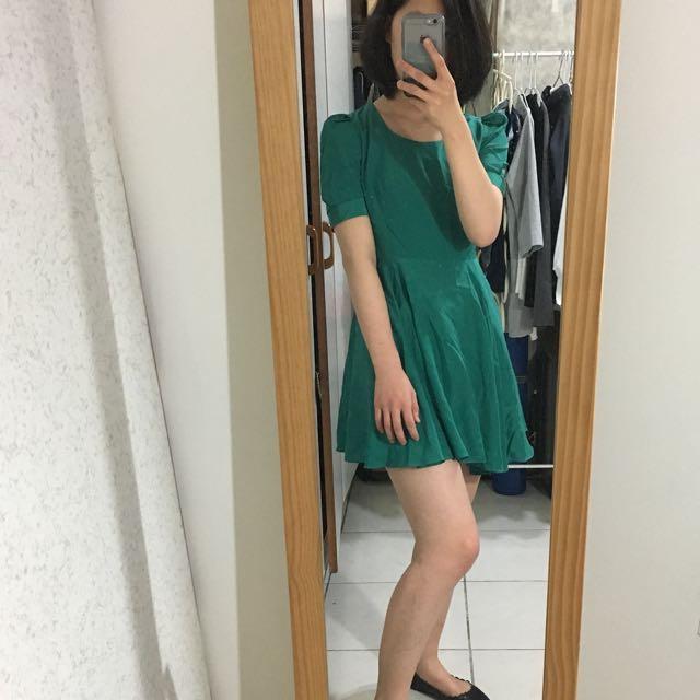 韓國  緞面材質 綠色 one piece 洋裝👗