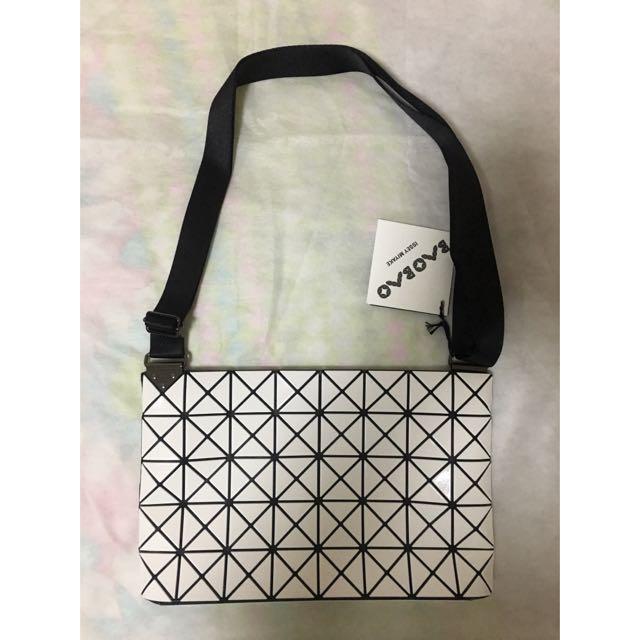 Authentic Issey Miyake Bao Bao Sling Cross body Bag Whitw b7801e92d1837