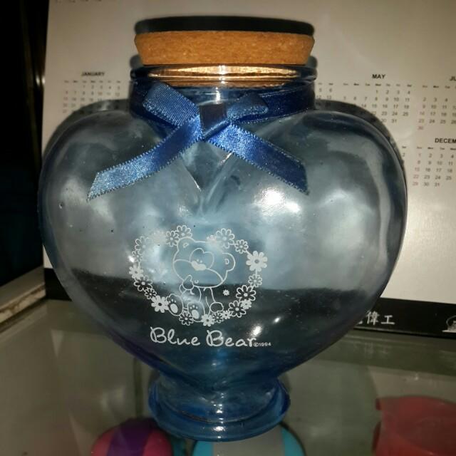 Botol kaca biru bentuk hati
