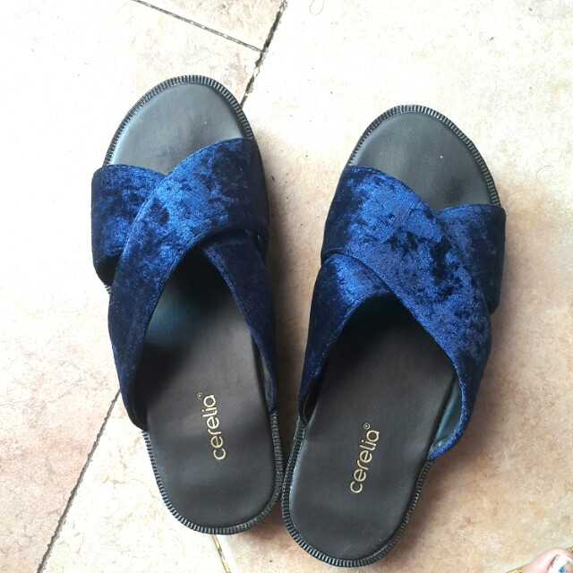 Cerelia cross sandals