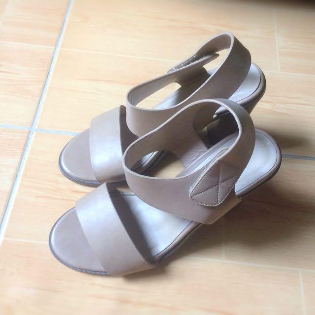 CLN Chunky or Block heels
