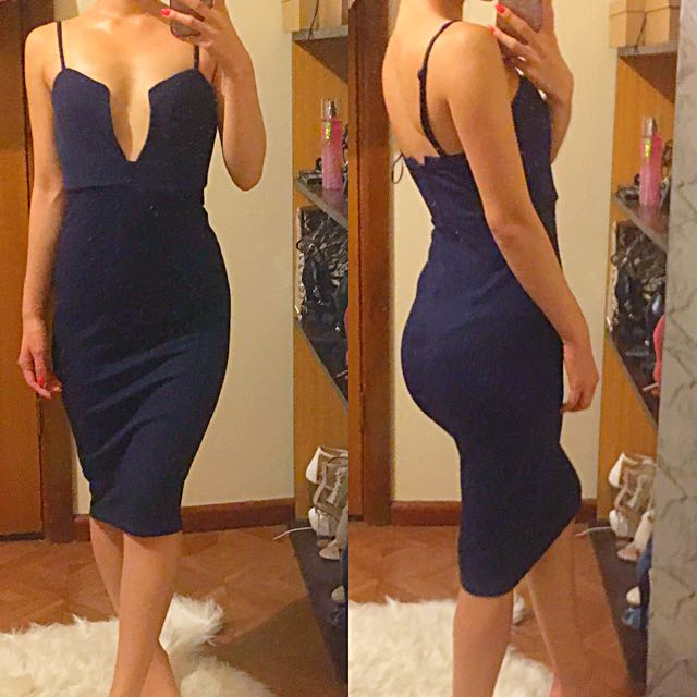 Dark navy blue knit plunge dress size 6