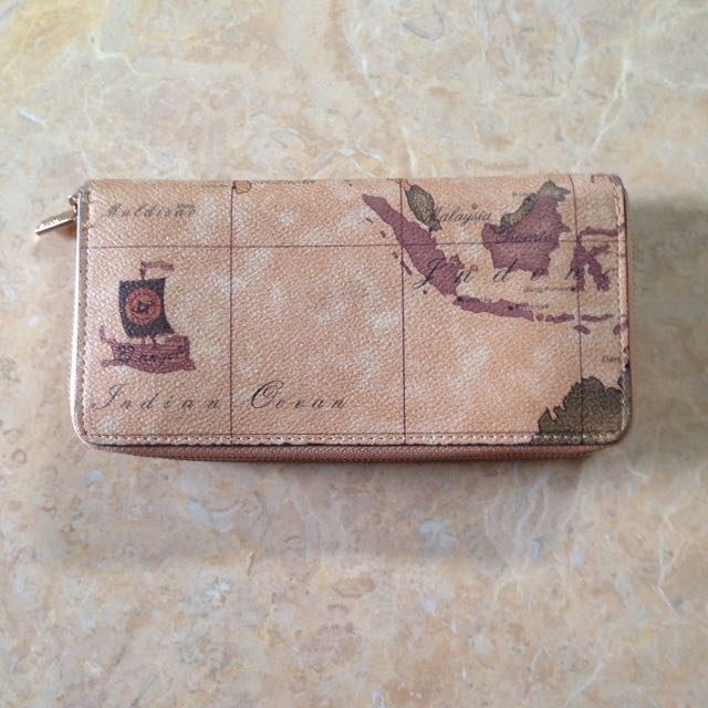 Dompet Worl travel