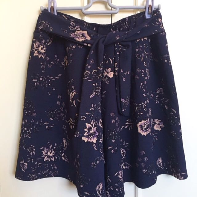 Floral tieknot shorts