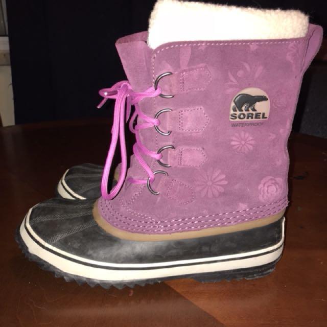 Like new size 9 women's Sorel winter boots.