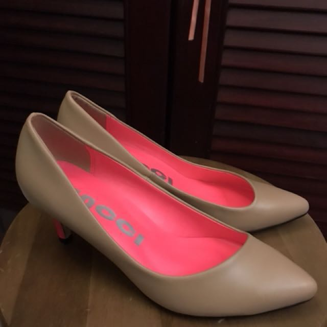 ee30351aba8 NEW  1 inch nude pumps from Vincci