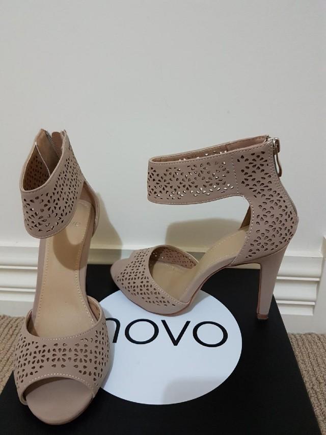 Novo cream heels