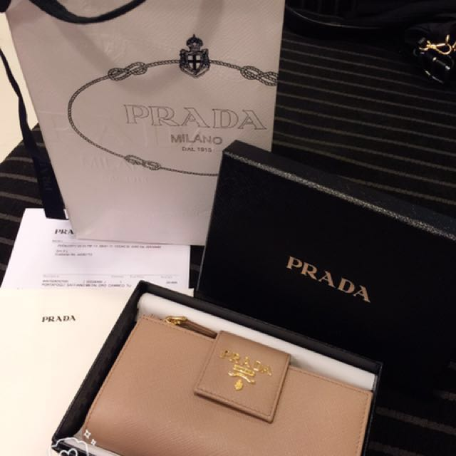 專櫃全新Prada皮夾 超美裸膚色