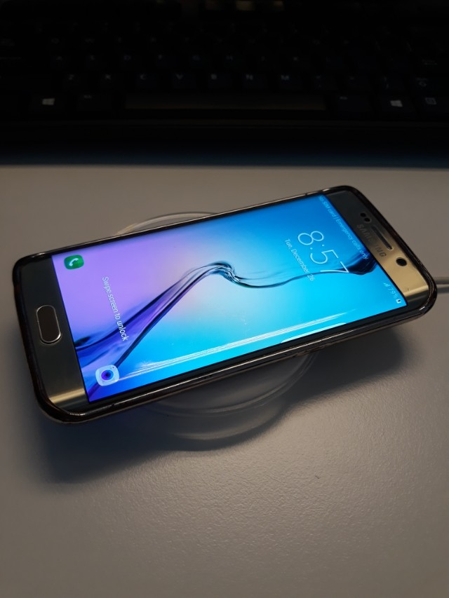 Samsung Galaxy S6 edge with wireless charger