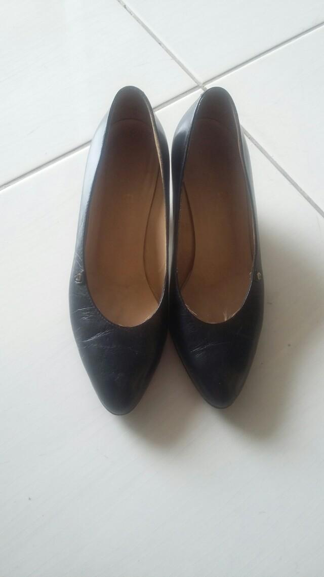 Sepatu aigner authentic
