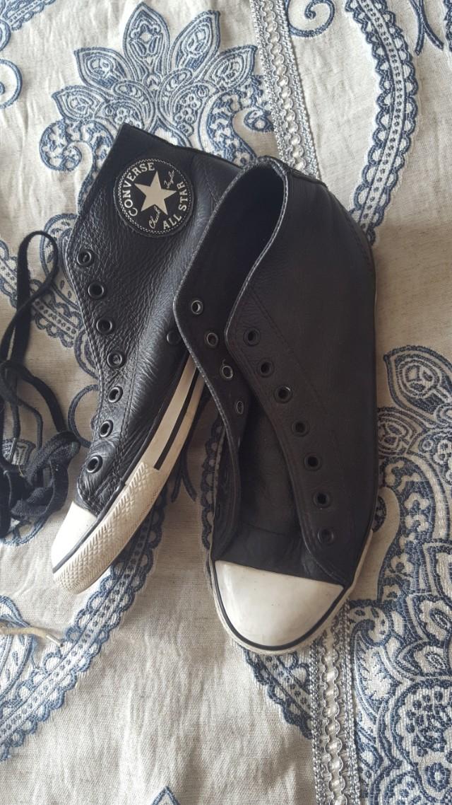 Size 7 women's converse chucks