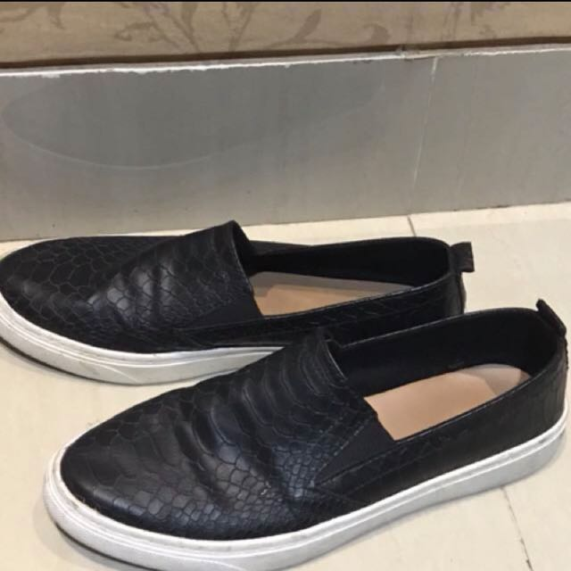 Stradivarius slip on black shoes