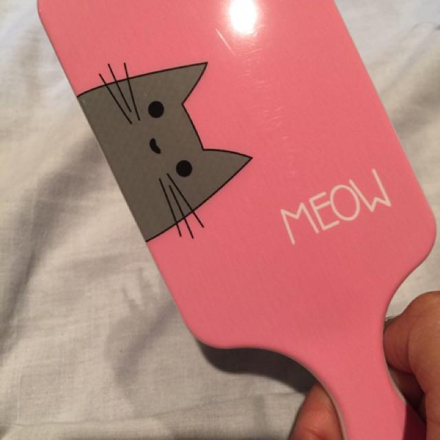 Super cute cat brush