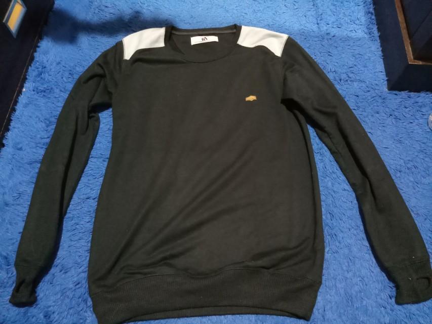 Sweater SixtyOne hitam