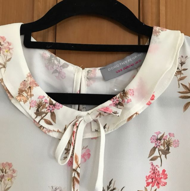 Sweet floral top new