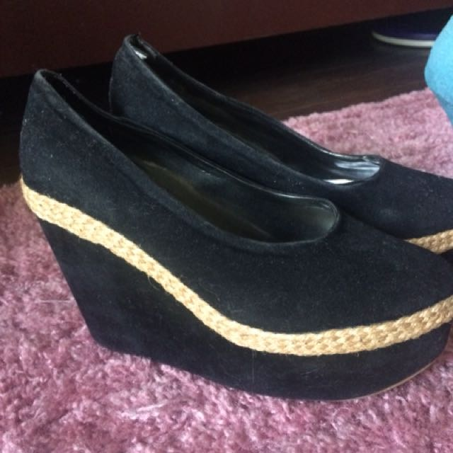 Wedge shoes in black
