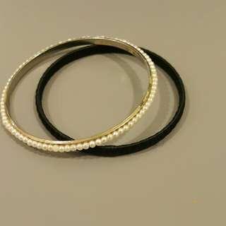 Preloved Black & white bangle