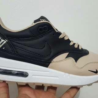 Nike air max one ultra moire lv supreme