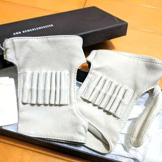 Ann Demeulemeester Grey/White Short Cuff Leather Gloves