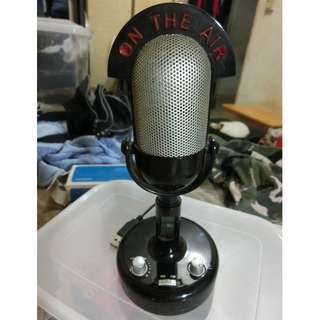 Vintage look microphone radio FM/AM only $3 can be used for display as the condition is very new.