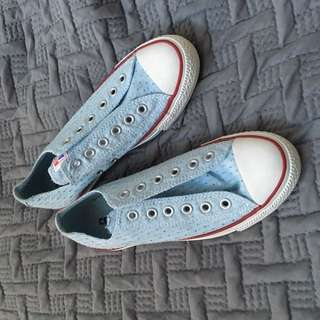 NEW Blue converse size 8