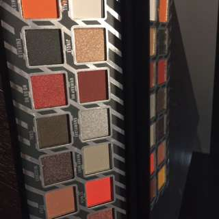 Kylie Jenner kyshadow naughty pallette