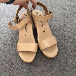 New betts Wedges tan, size 8