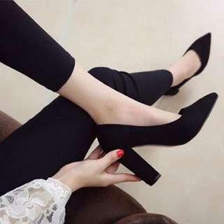 現貨黑37⚜️珊瑚絨歐美訂製秋冬絨面素面粗跟鞋 尖頭鞋 OL上班族必備 高跟鞋 麂皮 包鞋 純色單鞋 歐洲站