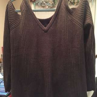 BNWT cold shoulder knit sweater. Size XL. Never worn