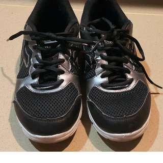 Sepatu tali Diadora warna hitam untuk anak-anak (unisex)