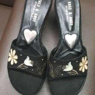 🚚 年末特價中~精美刺繡 好搭黑色 楔型鞋 23.5