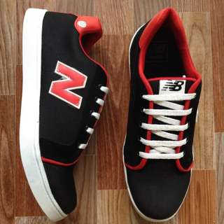 Sepatu casual New balance black red DMC13 limited edition