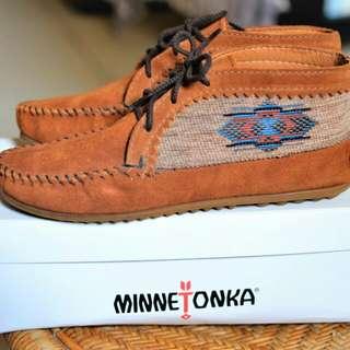 🚚 Minnietonka shoes