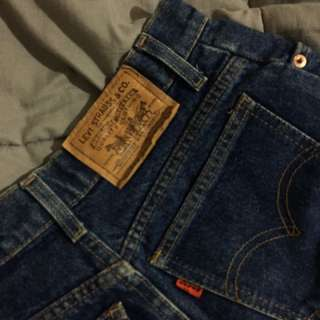 Levis Mom/ Straight Vintage Jeans (size 6)