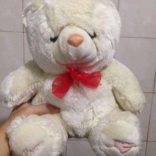 Boneka beruang putih