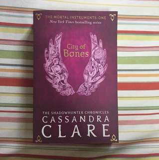 City of Bones [The Mortal Instruments: One] by Cassandra Clare