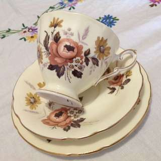 PARAGON Trio Vintage English Fine Bone China Cup, Saucer & Side Plate Set